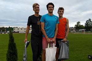 Jakub Davidík (vpravo) na mítinku v Ústí nad Orlicí stanovil nové české dorostenecké maximum v běhu na 800 metrů.