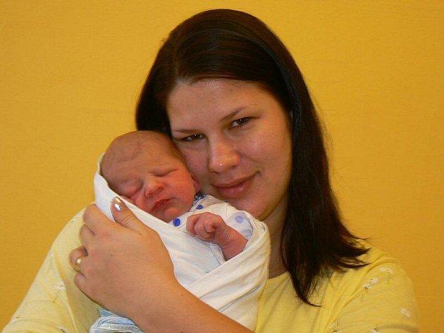 Tříapůlletý David se už moc těšil na svého novorozeného bratříčka Marka (3,65 kg, 52 cm), který se narodil rodičům Ivetě a Zdeňkovi Veselým z Tachova 11. 2. v 16.40 hod. v Mulačově nemocnici v Plzni.