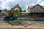 Z rekonstrukce železniční stanice v Bezdružicích.
