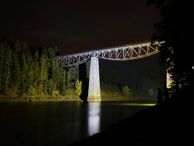 Vsobotu bude jedna zposledních možností vidět Pňovanský most před rozsáhlou rekonstrukcí. Přes stavbu projede ihistorický vlak.