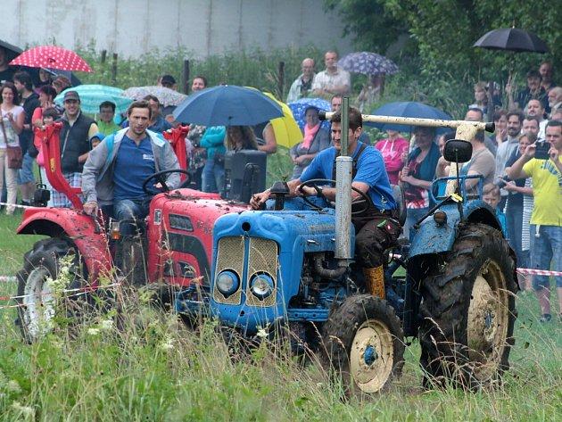 Bernartická traktoriáda a retro mažoretky.