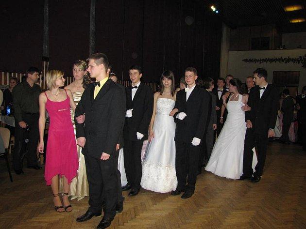 Taneční kurz ve Stříbře v sobotu skončil závěrečným plesem