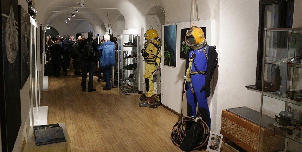 Největší výstavu historické potápěčské techniky v republice můžete od pátku obdivovat v Muzeu Českého lesa v Tachově.