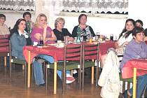 V Kostelci se sešly ženy, aby oslavily MDŽ.