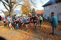 Start Běhu přátelství v Klenčí pod Čerchovem. Do předposledního závodu letošního seriálu Běžec Chodska se vydalo 45 českých a 13 německých závodníků a závodnic.