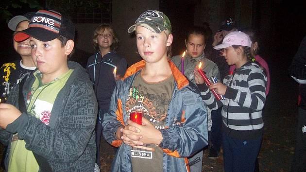 Součástí třídenního Go kurzu šesťáků ze Základní škole v Hornické ulici v Tachově (na snímku) byla také noční hra.