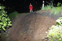 PRUDKÝ DÉŠŤ poškodil část silnice z Domaslavi do Kokašic.