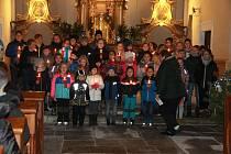 Vánoční koncert rozezněl kostel v Černošíně.