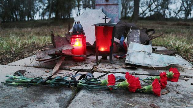 Ze hřbitova zajateckého tábora u Plané.