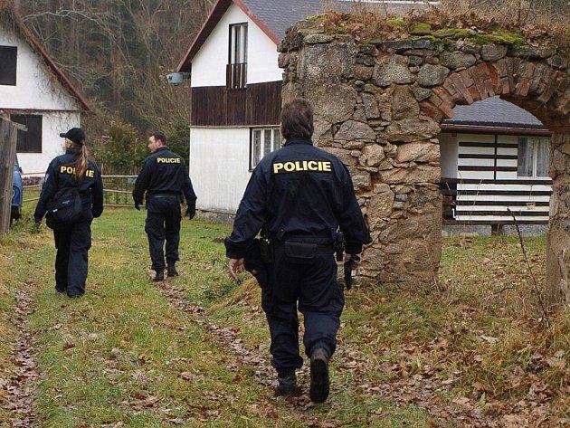 Policisté v akci v osadě Ústí.