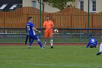 Patrik Vyleta (vlevo z utkání proti Hořovicku) našel střeleckou mušku, v Jindřichově Hradci a vstřelil domácím hattrick.