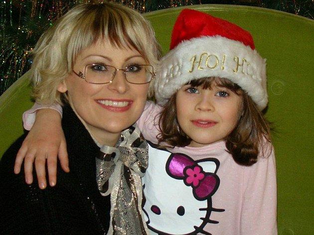 MARIE COPPS, kanadská návrhářka původem z Tachova, s dcerou Lauren Grace v Torontu.