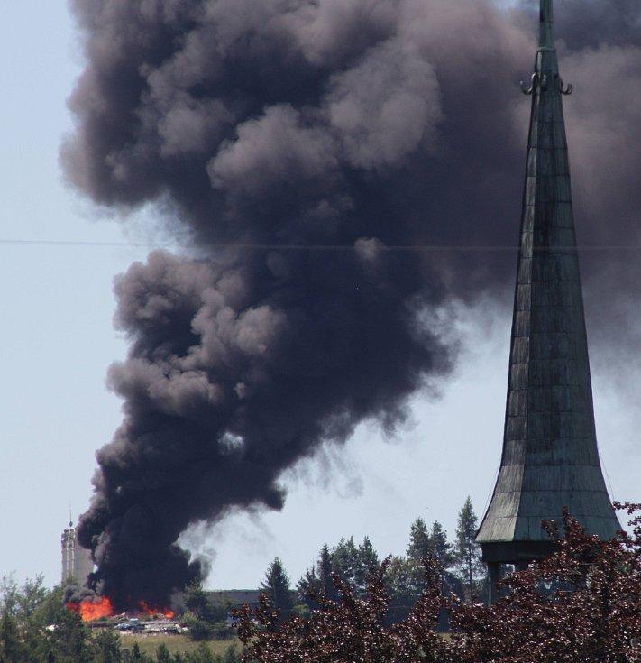 Během pondělního odpoledne došlo nad Tachovem v prostorách jedné z firem k požáru