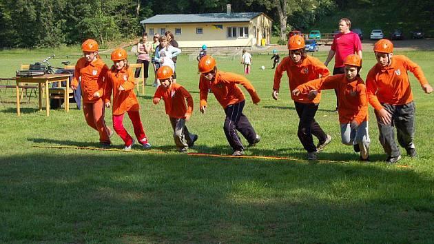 Závody dětských i dospělých hasičských družstev Kladrubská studna se konaly v sobotu v Kladrubech. Mezi dětmi zvítezil Kostelec, v dospělých Stříbro A