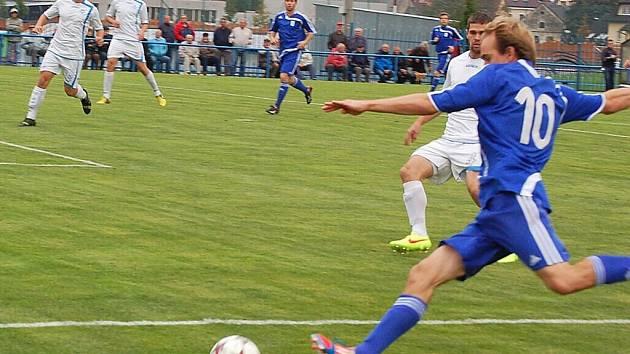 Pražané na divizního lídra nestačili, Tachov po jasném průběhu zvítězil vysoko 5:0.