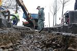 Výkopové práce při opravě vodovodního potrubí v Tachově.