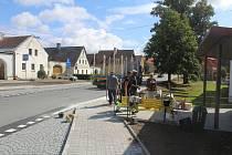 V Zadním Chodově mají nové chodníky, obec nechá rovněž opravit pomník padlým v první světové válce.