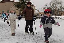 Tachovsko pokryl sníh, nejvíce se radují děti
