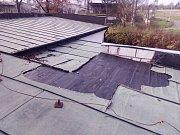 Ze středy na čtvrtek zloděj ve Stříbře ukradl měď ze střechy budovy pohřební služby.