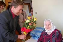 Marie Šavlová při oslavě svých 100. narozenin.