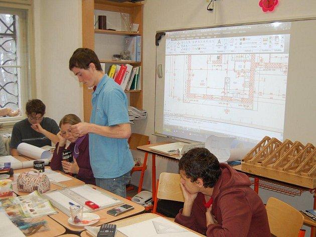 DEN OTEVŘENÝCH DVEŘÍ se ve Střední průmyslové škole v Tachově setkal s velkým zájmem.