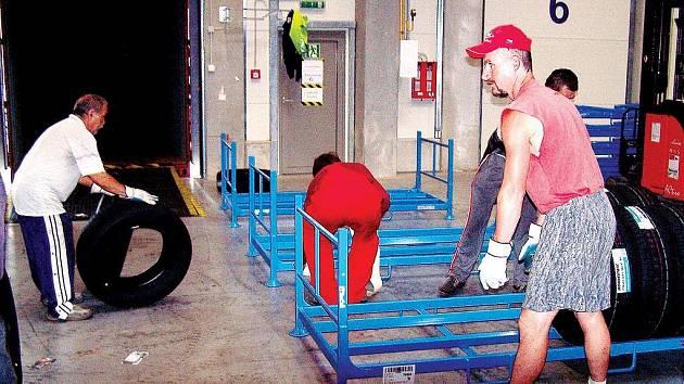 Výrobce pneumatik Bridgestone provozuje v areálu u Boru na Tachovsku sklad, jehož budova je největší stavbou svého druhu v České republice.