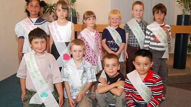 Deset dětí z přimdské mateřské školy se v úterý rozloučilo se svojí mateřinkou.