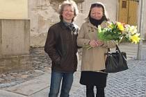 Kurátor výstavy Dušan Kokaisl s malířkou Kateřinou Slípkovou