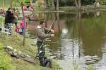 Rybáři soutěžili v Chodové Plané o nejdelší úlovek.