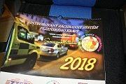 Záchranáři, tvůrci projektu a sponzoři představili kalendář, který pomůže nemocným dětem.
