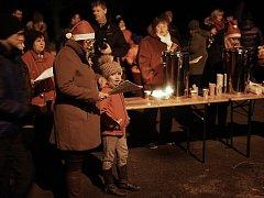 Také ve Starém Sedlišti se místní sešli aby si zazpívali známé koledy. Zpívání koled se stejně jako v předešlých letech odehrávalo u obecního vánočního stromku a na místě nechybělo cukroví a svařák nebo čaj na zahřátí.