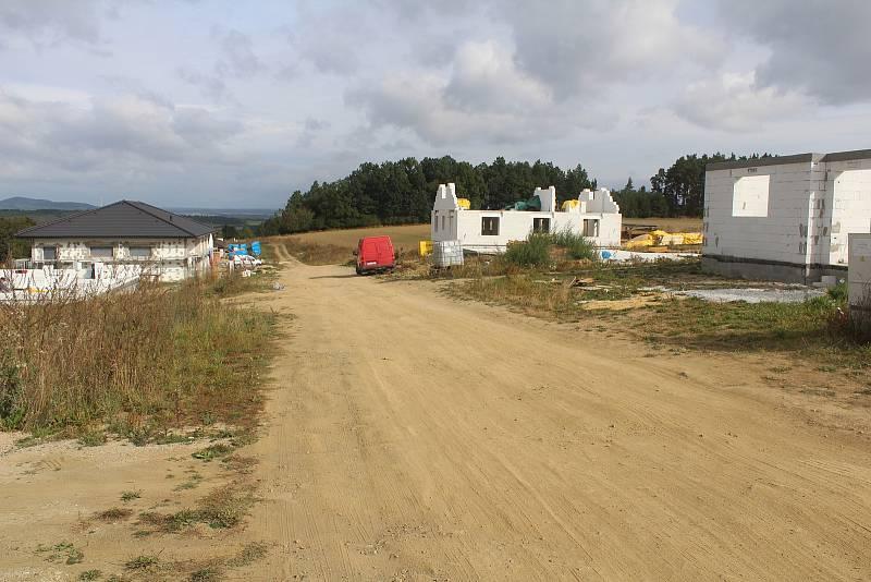 Ještě v letošním roce chce obec vybudovat v obytné zóně nové komunikace.