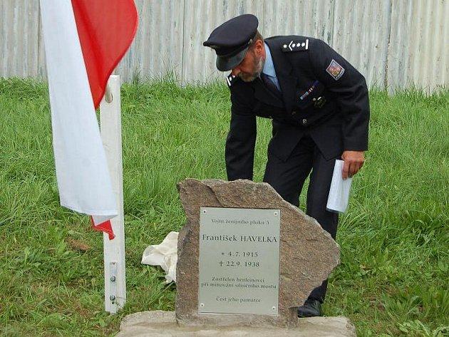 Pomník vojínu československé armády Františku Havelkovi, který byl zastřelen henleinovci, odhalili v sobotu v Plané