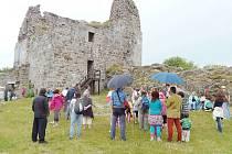 Premiéře filmu předcházela vycházka k hradu s vyprávěním zajímavostí z natáčení.