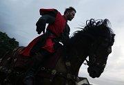 Rytíři koruny české předvedli v Tachově při Husitských slavnostech parádní souboje, při kterých se divákům tajil dech.