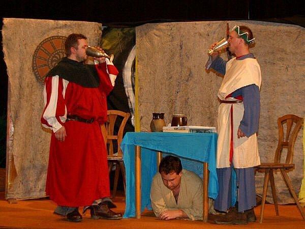 Divadelní soubor Divoch ze Stříbra přijel zahrát publiku do Boru Únos.