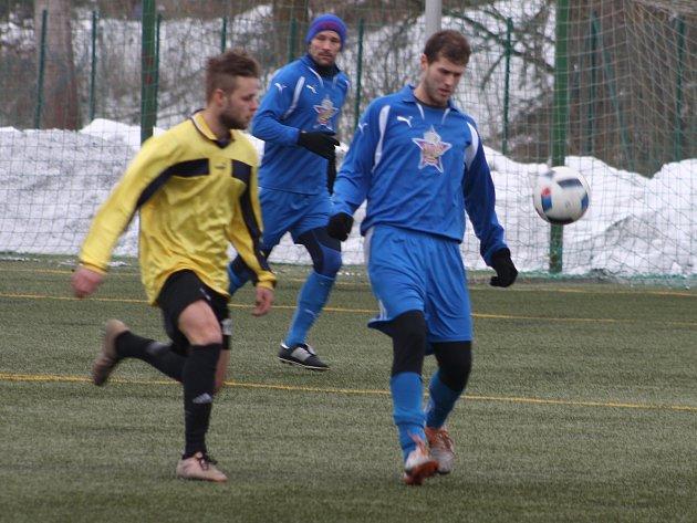 Rozvadov (v modrém) vyřadil v prvním kole poháru Planou.