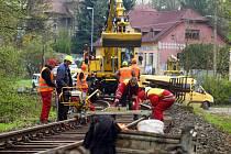 Tachovsko - Na trati mezi Tachovem, Starým Sedlištěm a Borem pokračují práce na opravách železnice.