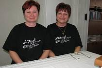 Na pár otázek nám v rámci projektu U vás na návštěvě odpovídali Margita Synková (vlevo) a Helena Kyprá (vpravo)