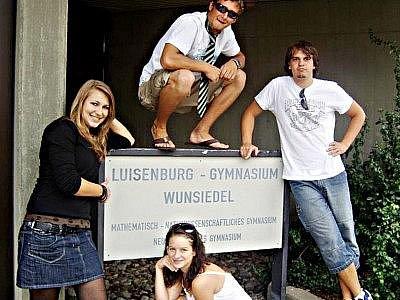 Martin Petrák (vpravo) s dalšími studenty gymnázia ve německém městě Wunsiedel.