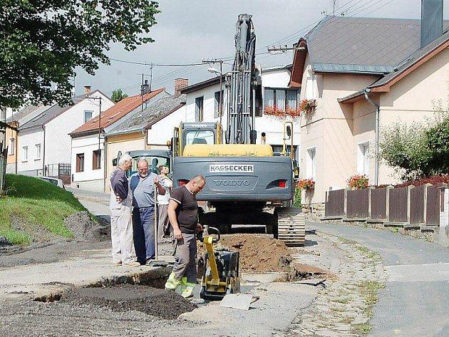 Stavební ruch v úterý opět zavládl v Americké ulici v Tachově.