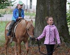 Dětský den na zámeckém nádvoří v Chodové Plané