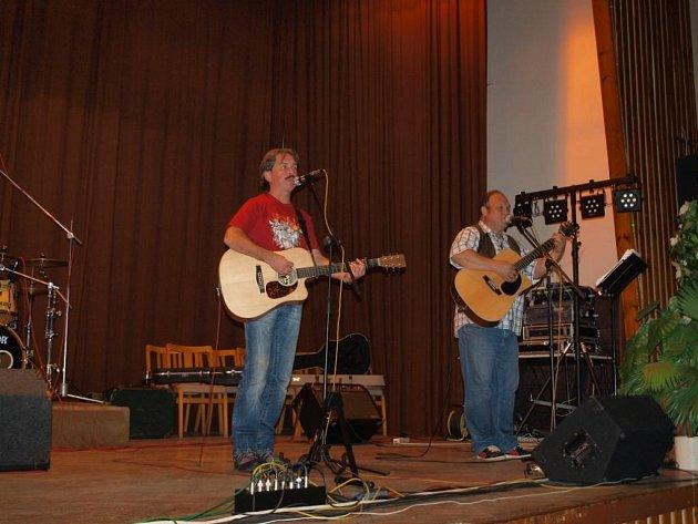 Country kapela Wyjou oslavila 25. narozeniny stylovým bálem