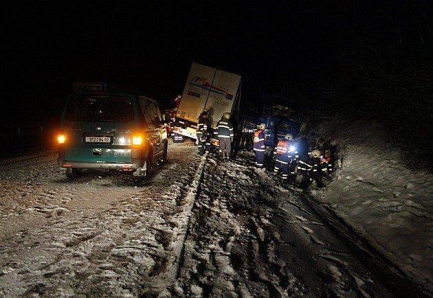 Nehoda kamionu na D5 a dopravně bezpečnostní akce