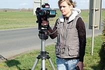 Radar evidující rychlost a další údaje o vozidlu obsluhovala při dopravně bezpečnostní akci Kateřina Nováková.
