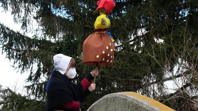 Vyhánění zimy v Tachově se letos obešlo téměř bez diváků.