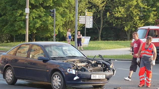 Na světelné křižovatce se stala další nehoda.