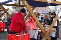 Farmářské trhy se v Tachově staly velice oblíbené. Nakupující v sobotu dopoledne neodradilo ani zimní počasí