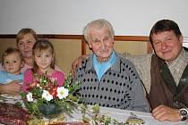 Devadesátiny Františka Melichara oslavovala celá rodina včetně starosty.