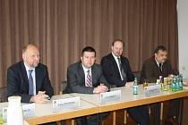 KONFERENCE se zúčastnili (zleva) přednosta Okresního úřadu Neustadt Simon Wittmann, místopředseda sněmovny Jan Hamáček a poslanci Jeroným Tejc a Václav Votava.